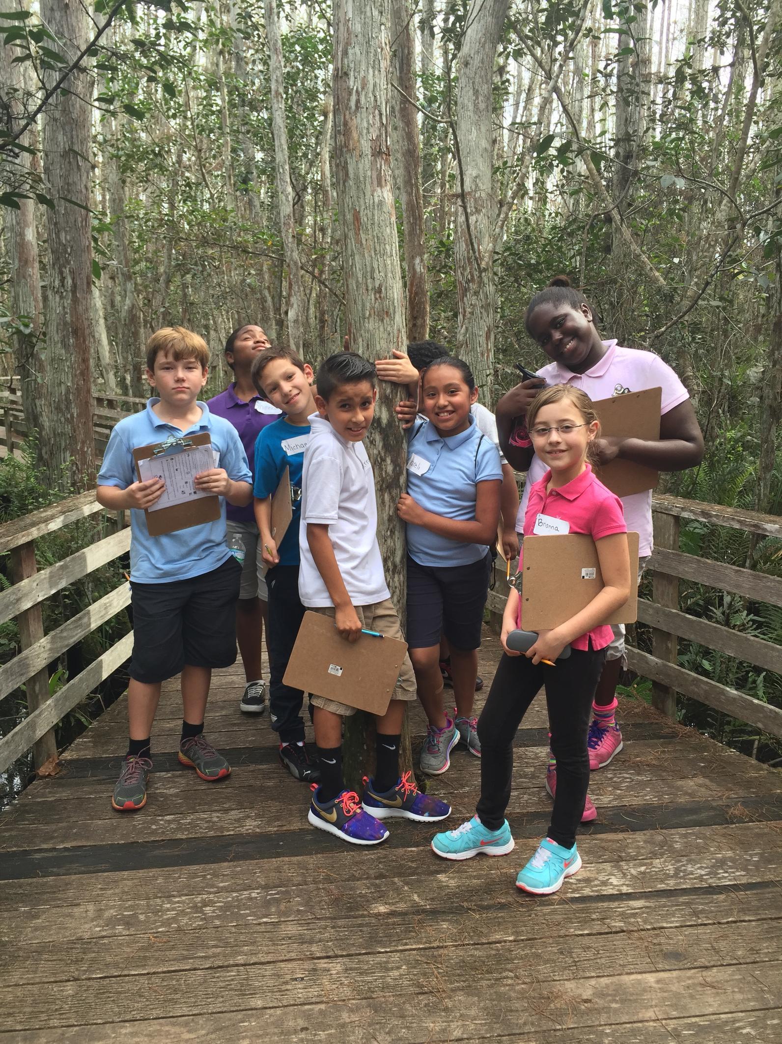 5th grade class on boardwalk